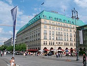 Germany, Berlin, district Berlin-middle, corner Wilhelm-street and Parisian place hotel Adlon passers-by, no models capital, city-opinion, buildings, ...