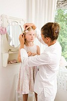 Mirrors, mother, daughter, helps, combs, hair-jewelry, seriously, gaze-contact, apartment, nurseries, wall-mirrors, family, people, woman, 40-50 years...