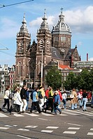 People crossing Prins Henrikkade near St. Nicolaaskerk, central station, Amsterdam, Holland, Netherlands