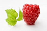 A raspberry with leaf