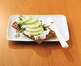 Crispbread with quark and cress