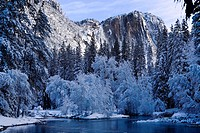 USA, California, Yosemite National Park, Yosemite Falls in winter