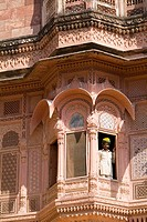 India, Rajasthan, Jodhpur, Fort Mehrangarh, man in window of Fort Palace