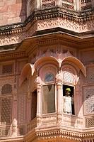 India, Rajasthan, Jodhpur, Fort Mehrangarh, man in window of Fort Palace