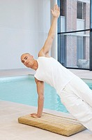 Man doing yoga (thumbnail)
