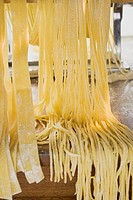 Home-made pasta with pasta maker (thumbnail)