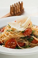 Spaghetti with tomatoes, basil and Parmesan