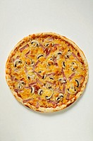 American-style ham and mushroom pizza