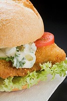 Breaded escalope in roll with remoulade