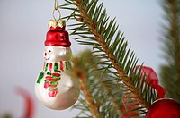 Snowman shaped Christmas tree ball (thumbnail)