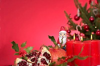 Candles and Christmas decoration (thumbnail)