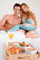 Couple having breakfast in bed (thumbnail)