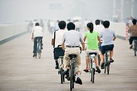 Chinese people cycling (thumbnail)