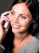 ´Young woman using phone, smiling, close-up´