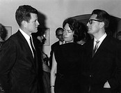 Kennedy, Edward Moore Ted, * 22 2 1932, US Politiker, Halbfigur, mit Münchner Oberbürgermeister Hans-Jochen Vogel und dessen Frau Ilse, München, 24 5 ...