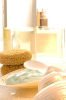 Cosmetic arrangement of cream in a shell and sponges