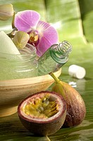 Creme pot flacon and an orchid blossom with passion fruit