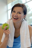 Woman in the gym eating an apple
