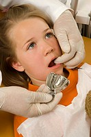 Dentist examining a girl´s teeth