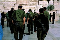 Israel, Jerusalem, Jewish soldiers in front of the Western Wall