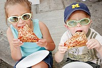 Michigan, Ann Arbor, Liberty Street, Art Fairs, boy, girl, sibling, eat sliced pizza,