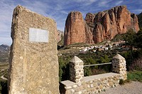 Riglos and Aragonese climbers Rabada and Navarro monument. Hoya de Huesca; Pre-pyrenees; Huesca province. Spain