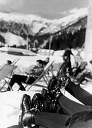 italia, madonna di campiglio, gente al sole, 1955