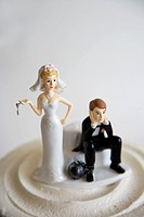 Wedding figurines on cake.