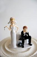 Wedding figurines on cake.