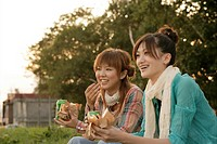 Young women eating hamburgers