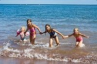 Europe, UK, England, Devon, Shaldon Ness beach children