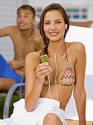 Woman listening to mp3 player (thumbnail)