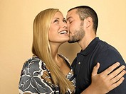 Man kissing woman (thumbnail)