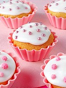 Cupcakes with white icing and pink dragées