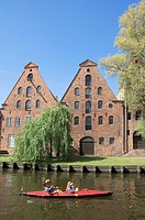Canoe, on, river, town, Trave, old, salt, warehouses, Lubeck, Schleswig-Holstein, Germany, Kayak, Lübeck,