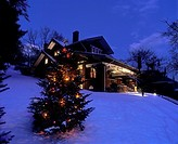 CHRISTMAS LIGHTS. BUNGALOW BROOKVILLE. PENNSYLVANIA. USA