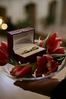 Wedding rings (thumbnail)