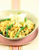 wheat risotto with green asparagus