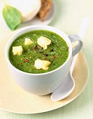 Courgette soup with goat's cheese (thumbnail)