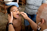 Child in Francisco de Asís community, examined by voluntary doctors of Saúde e Alegria NGO. Brazil.