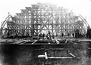 Construction of St Pancras Station, London, c 1867.´Travelling Gantry and First Girder of Midland Station St Pancras´. This station was completed in 1...