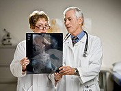 Male and female doctors discussing x_ray image