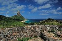 Ruínas do Forte dos Remédios, Praia da Conceição, Baía do Sueste, Fernando de Noronha, Pernambuco, Brazil