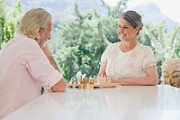 A senior couple playing chess (thumbnail)