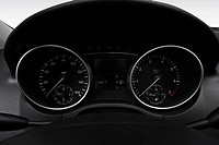 2008 Mercedes_Benz M_Class ML550 AMG in Black _ Speedometer/tachometer