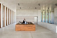 LITERATURE MUSEUM DE MODERN, MARBACH, STUTTGART, GERMANY, DAVID CHIPPERFIELD ARCHITECTS, INTERIOR, CENTRED ON THE RECEPTION DESK