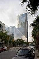 TORRE MARE NOSTRUM, BARCELONA, SPAIN, EMBT ARQUITECTES ASSOCIATS SL _ENRIC MIRALLES BENEDETTA TAGLIABUE, EXTERIOR, VIEW DOWN THE STREET WITH PALM TREE...
