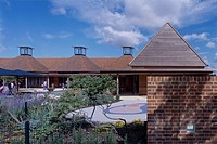 LANTERNS CHILDREN CENTRE, BEREWEEKE ROAD, WINCHESTER, HAMPSHIRE, UK, HAMPSHIRE COUNTY COUNCIL ARCHITECTS, EXTERIOR, DAY, VIEW OF SOUTH ELEVATION AND P...