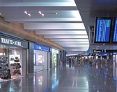 AIRSIDE CENTER ZURICH AIRPORT, ZURICH, SWITZERLAND, GRIMSHAW, INTERIOR, RETAIL AREA ON LOWER LEVEL