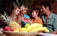 Parents with children and fruit (thumbnail)